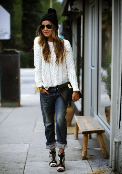 white, rough knitted sweater with black boyfriend jeans with cuffs and knitted hat