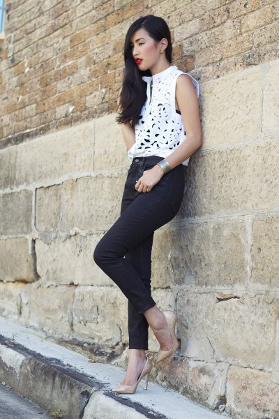 white sleeveless, elegant top with skinny jeans