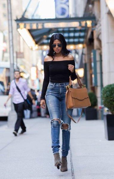 shoulder-free, long-sleeved, elegant top with torn, slim-fit jeans