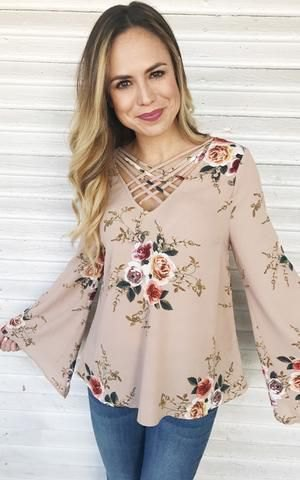 Light pink blouse with floral pattern and skinny jeans