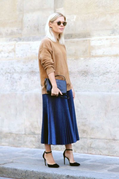 pink chunky sweater with dark blue midi pleated skirt