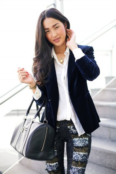 dark blue blazer with white shirt and printed leggings