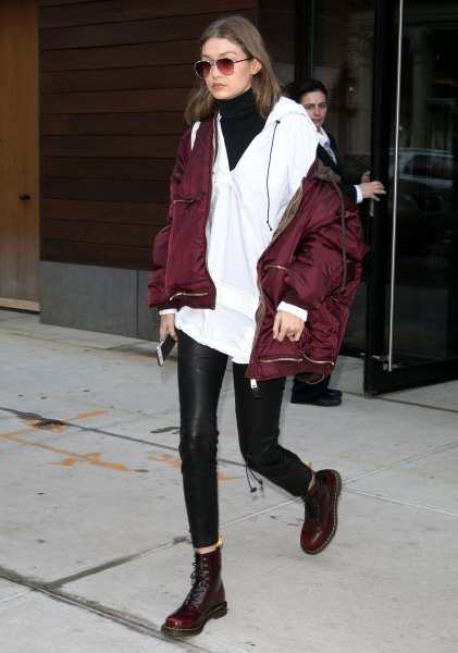 Bomber jacket with white tunic with V-neck and winter leather leggings