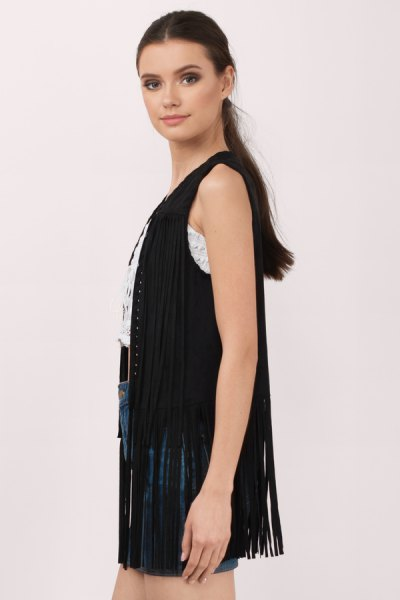 black sleeveless long vest with fringes and denim shorts