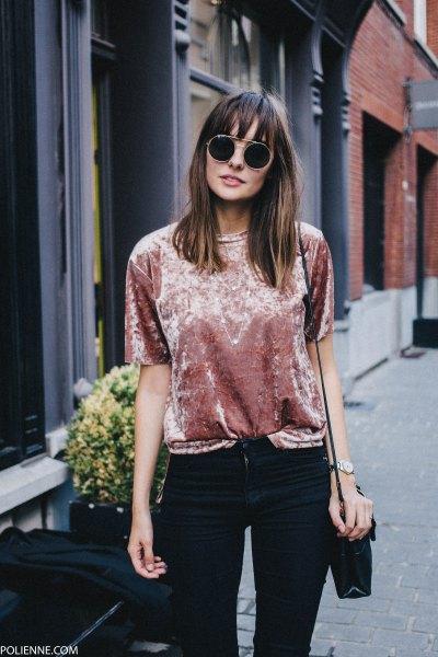 blush pink velvet short sleeve t-shirt with black skinny jeans