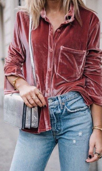 rose gold velvet blouse with light blue skinny jeans