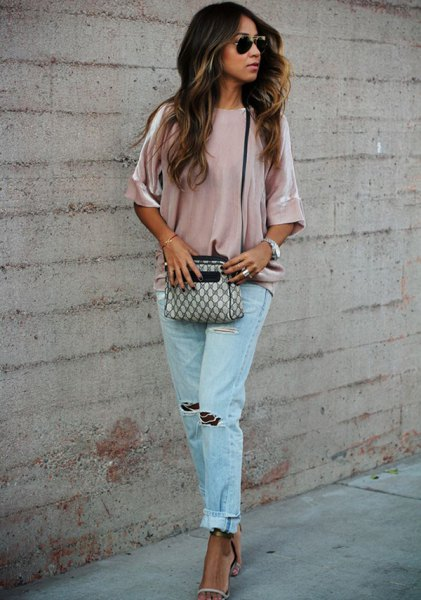pink wide-sleeved velvet shirt with blue torn boyfriend jeans