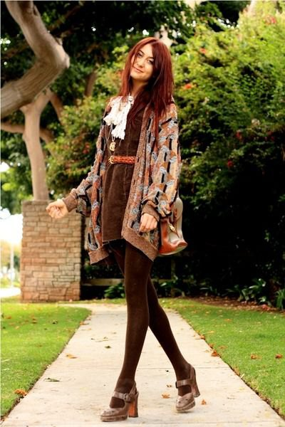 gray printed cardigan with burgundy mini skirt