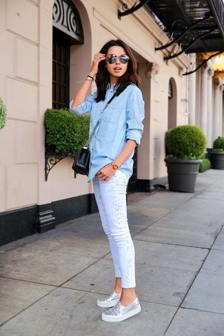 Light blue chambray shirt with buttons, slim-fit jeans with cuffs and metallic sneakers
