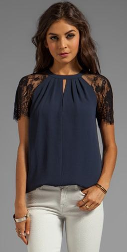 Dark blue lace short sleeve blouse with white skinny jeans