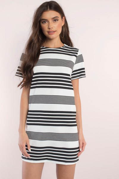 black and white randomly striped short-sleeved mini dress