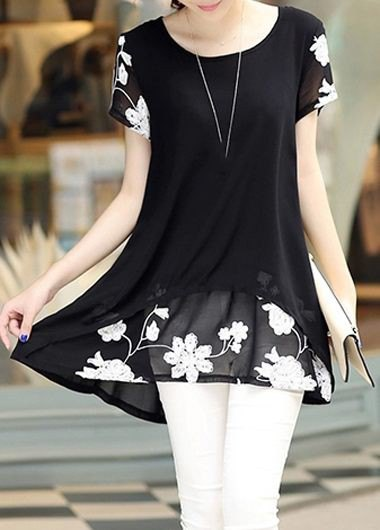 black and white tunic blouse with floral pattern and skinny jeans