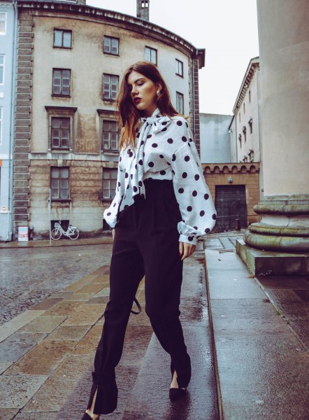 Chunky blouse with white and black polka dot binding and high pants