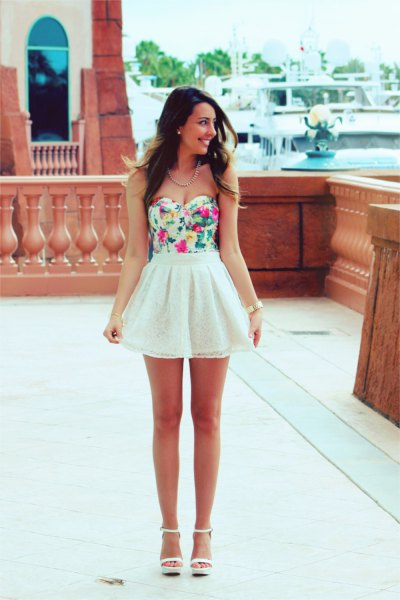 strapless top with floral pattern and white chiffon mini-skirt with high waist