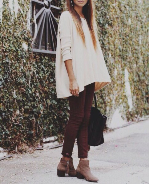 white tunic sweater with skinny jeans and gray leather ankle boots