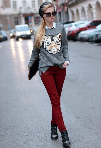 gray graphic sweater with a white shirt and auburn skinny jeans