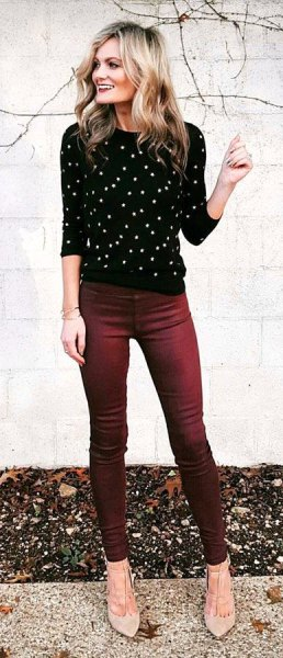 black and white polka dot sweater with round neck, jeans and light pink heels