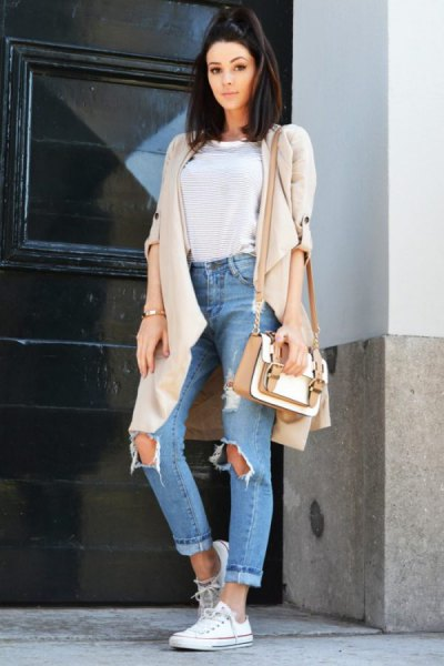 Light pink longline cardigan with blue torn boyfriend high-rise jeans