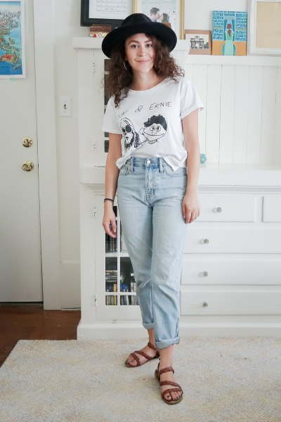 black felt hat with white graphic tee and mom jeans