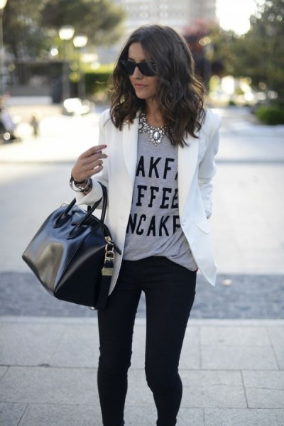 gray message tee with white blazer jacket and black skinny jeans