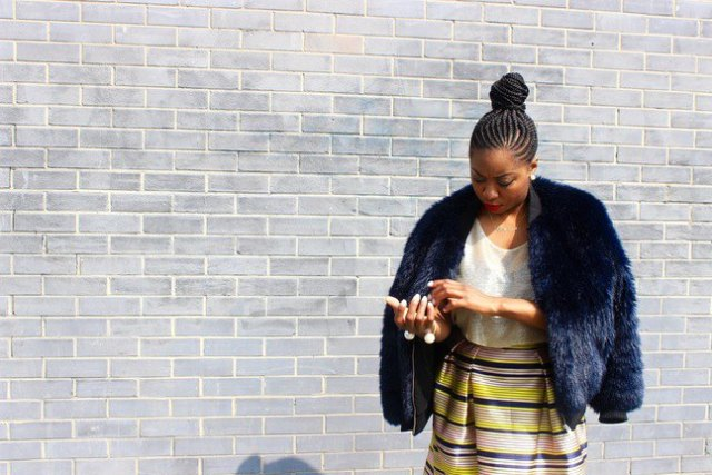 dark cotton jacket in faux fur with yellow and blue waist skirt with high waist
