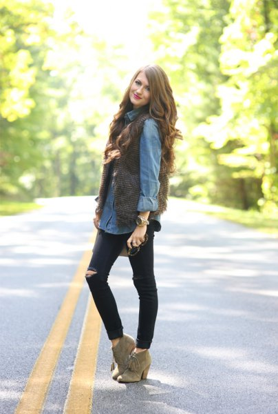 light blue chambray button up shirt with black ripped skinny jeans