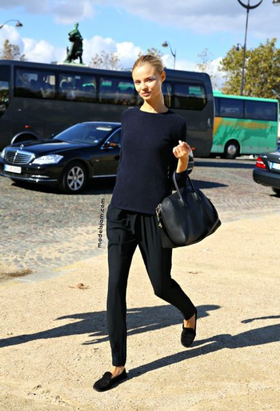 navy blue sweater with black tapered leggings and black suede