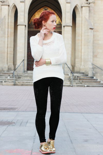 white knit sweater with black super skinny jeans