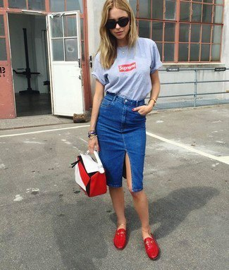 gray printed t-shirt with blue knee length worn demin pencil skirt