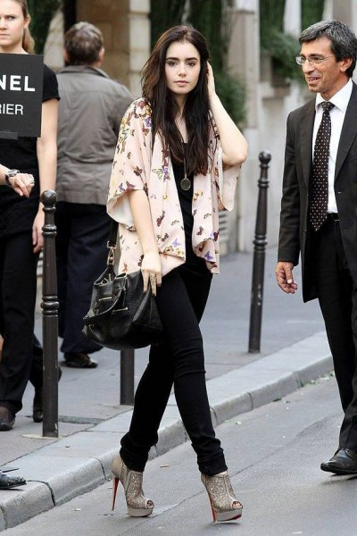 light pink printed half-heated kimono cardigan with black slim fit jeans