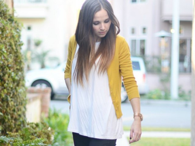 fitted and short yellow cardigan with white tunic tee and dark jeans