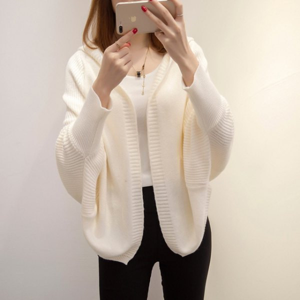 white batwing cardigan with black skinny jeans
