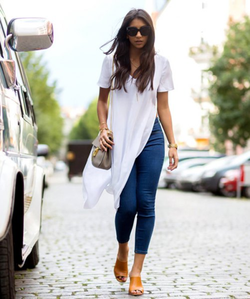white short sleeve waist high split blouse with blue cropped jeans