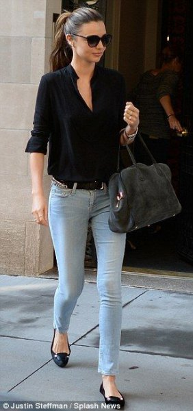 black half-warm shirt with light blue skinny jeans and flats