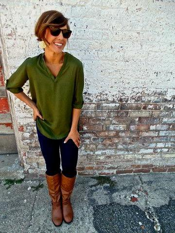 green half-heated blouse with brown knee-high leather shoes