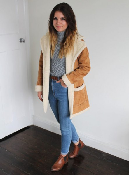 faux fur collar suede jacket with blue mom jeans