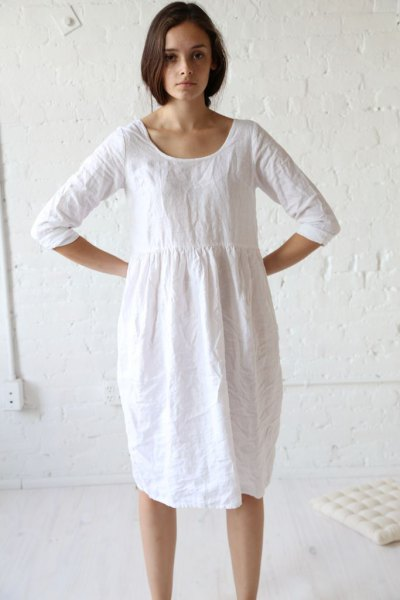 white gathered waist linen tunic dress with sneakers