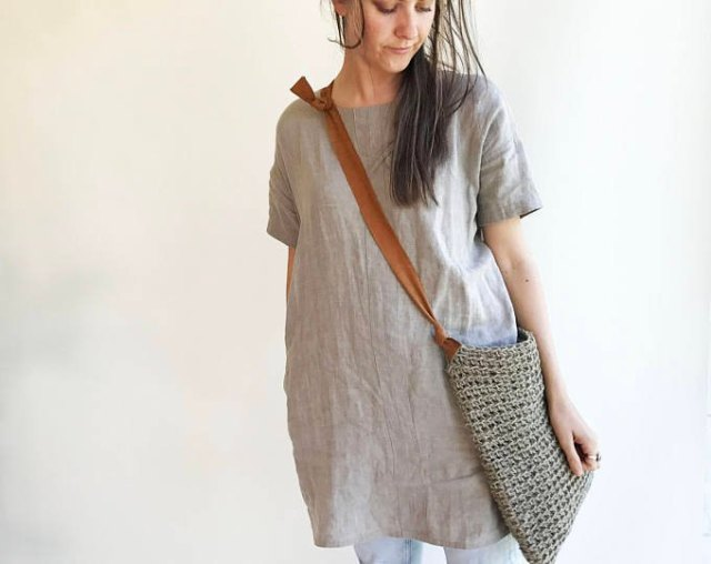 gray linen tunic top with light blue skinny jeans
