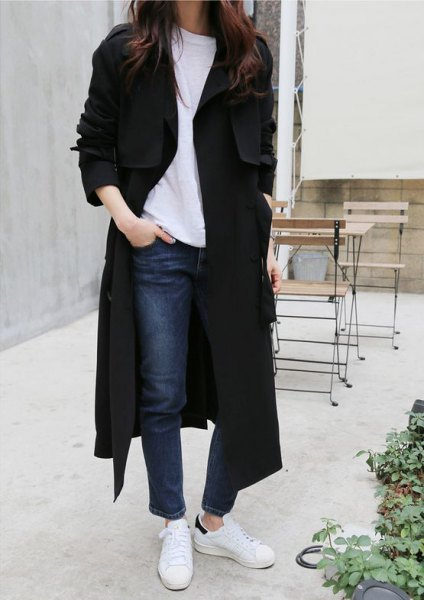 maxi long black coat with sweater and white sneakers