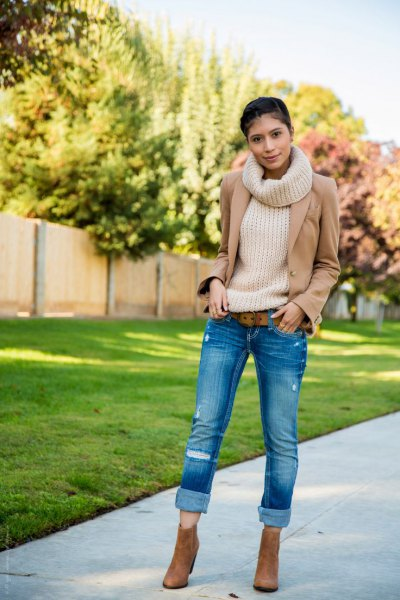 white turtleneck-ribbed sweater with crepe blazer and cuffed skinny jeans