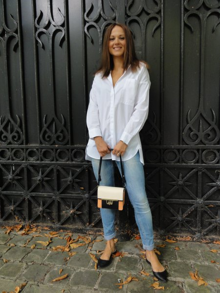 white button up shirt with light blue skinny jeans and black flats