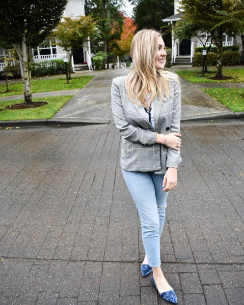 gray checkered blazer with skinny jeans and purple velvet ballet flats