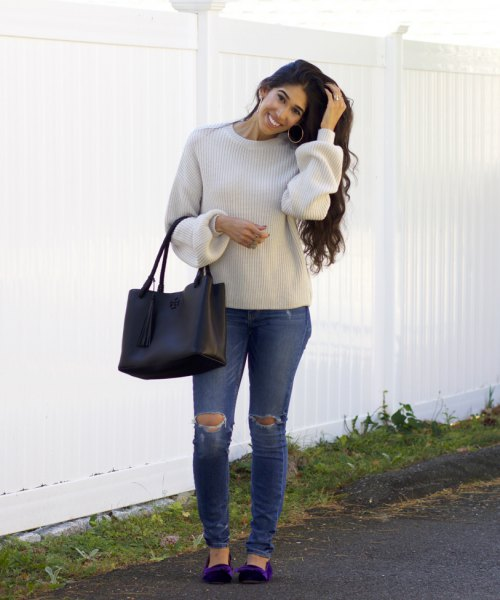 light gray sweater with crew neck with ripped jeans and navy velvet flats