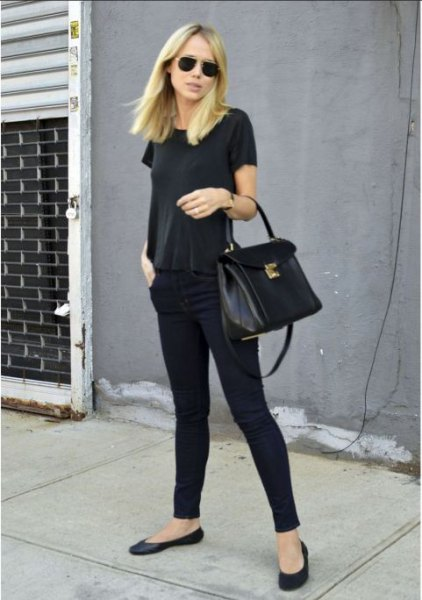 all black outfit with t-shirt skinny jeans and ballet flats