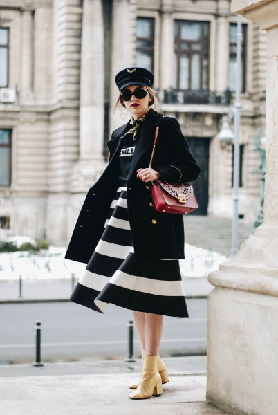black and white wide striped midi-extended dress with brown leather shoulder bag