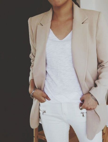 light gray khaki blazer with white v-neck top and skinny jeans