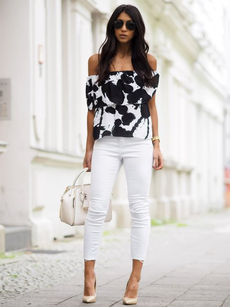 black and white from shoulder-printed top with slim jeans