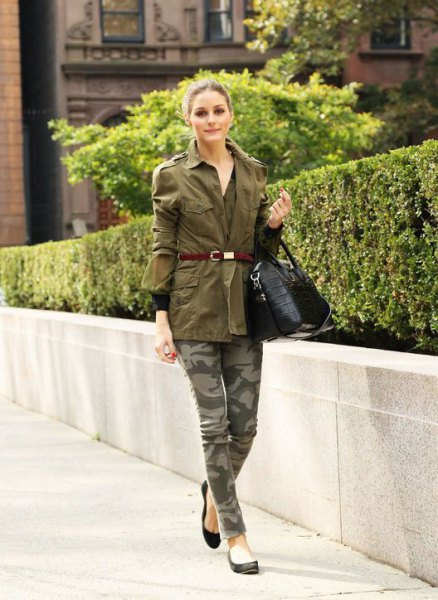 green belt trench coat with camo printed jeans and black ballet flats