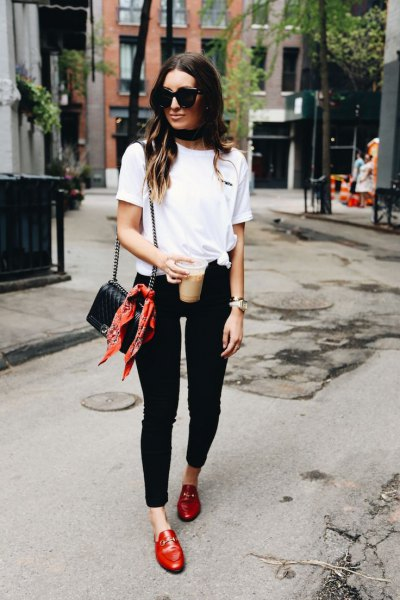 white t-shirt with black ankle skinny jeans and brown leather casual loafers