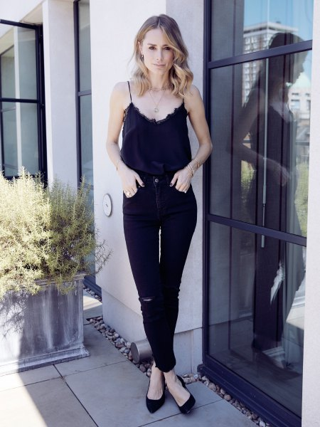 black peeled neckline stocking with high heights slim jeans